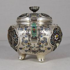 A HIGH QUALITY JAPANESE SILVER & GOLD WIRE ENAMEL KORO (JAPAN)