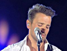 Video: Nikos Vertis - Thelo na me nioseis (Official Videoclip) - World Music, Music Is Life, Best Songs, Love Songs, Beautiful Songs, Beautiful Men, Greek Dancing, French Songs, Greek Music
