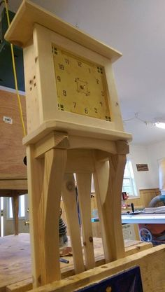 A good friend challenged me recently to build him a Knotty Pine Wall clock for his new cabin. Diy Clock, Clock Decor, Clock Ideas, Craftsman Wall Clocks, Wall Clock Project, Giant Wall Clock, Knotty Pine Walls, Wooden Beer Mug, Wood Clocks