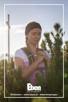 Das Salzburger Gipfelspiel entführt dich in die Welt der Legenden: Erklimme sieben atemberaubende Gipfel und erfahre, was es mit der wohlwollenden Königin und ihren sechs Edelmännern auf sich hat - Gipfelrituale inklusive! 😍🙌🏻 Family Activities, Hiking Trails, Wise Women, Legends, World, Walking Paths