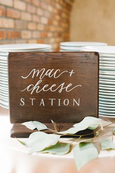 Mac + cheese station: http://www.stylemepretty.com/colorado-weddings/estes-park/2016/01/12/rose-gold-rocky-mountain-destination-wedding/ | Photography: Austyn Elizabeth - http://www.austynelizabeth.com/