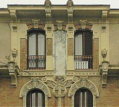 www.italialiberty.it - Casa privata, 1908 - Giovanni Gribodo. Parte superiore della facciata. Torino, Via Piffetti 10