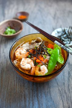 15-Minute Soba Noodle Soup - This is my 15-minute soba noodle soup recipe, ones that I have made over and over again, but never fails to delight me. This is also a perfect lunch dish for busy mothers or work-from-home professionals.