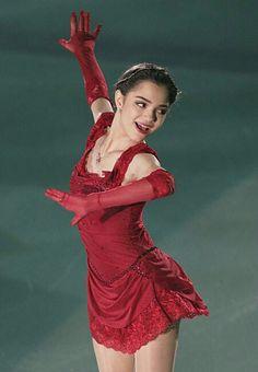 Figure Skating Olympics, Figure Skating Costumes, Kim Yuna, Ballet Costumes, Dance Costumes, Russian Figure Skater, Medvedeva, Ice Skaters, Skate Wear
