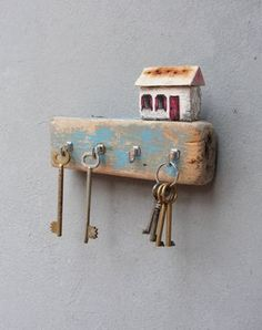 Beach Cottage Jewelry Storage Driftwood Key by StarHomeStudio More
