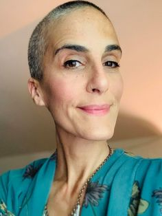 How To Go Gray: Before and After Pictures | This Organic Girl Gray Hair Growing Out, Grow Hair, Grey Hair And Makeup, Hair Makeup, White Hair Highlights, Grey Hair Inspiration, Advanced Style, Going Gray, Before And After Pictures