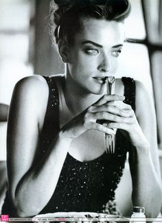 Vogue IT - Sguardo intenso ... - Tatjana Patitz - Mojave Desert, California - Oct 1990