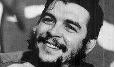 Famoso revolucionário, Che Guevara marcou história e hoje virou um dos símbolos da nação. Suas frases são impactantes e filosóficas.