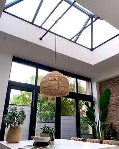 TOPMERK VERANO PLISSÉGORDIJN GRIJS via onlinerolgordijnen.nl | Elektrische raamdecoratie is ideaal voor slecht bereikbare ramen! ⚡ | #raamdecoratie | pleated blinds | kitchen blinds | inspiratie | inspiration | raambekleding lichtkoepel raamdecoratie | zonwering voor lichtkoepel | plisse gordijnen dakraam keuken | dakraam gordijn | plisse gordijnen woonkamer groot raam | plisse gordijnen openslaande deuren | zwarte plisse gordijnen keuken | somfy | elektrische raambekleding gordijnen Interior Design Instagram, Skylight, Decoration, Interior Inspiration, Kitchen Design, Ceiling Lights, Home Decor, Hu Ge, Bricolage