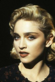 Madonna giving some vintage Hollywood Glam in her Live To Tell video photographed by Herb Ritts in Madonna Live, Madonna True Blue, Madonna Looks, Madonna Music, Lady Madonna, Madonna 80s, Female Singers, Pop Singers, Madona