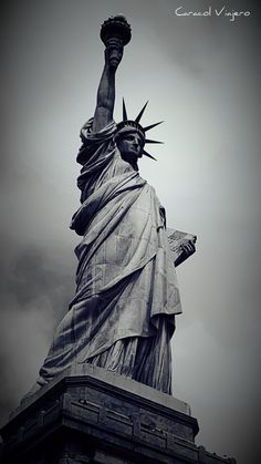 Statue of Liberty York Liberty Wallpaper, New York Wallpaper, Statue Of Liberty Drawing, Liberty Statue, Scary Wallpaper, Alien Aesthetic, Fb Cover Photos, New York Photography, Arm Sleeve Tattoos