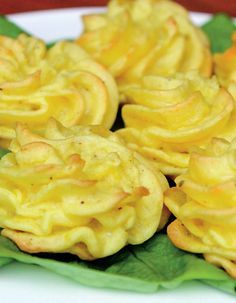"Cartofi ""Duchesse"" - Retete practice Romanian Food, Romanian Recipes, Good Food, Yummy Food, Onion Rings, Food Videos, Healthy Life, Macaroni And Cheese, Side Dishes"