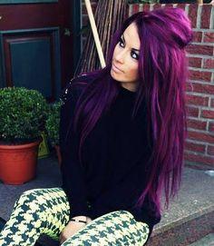 Longue chevelure aux reflets fuchsia et violets