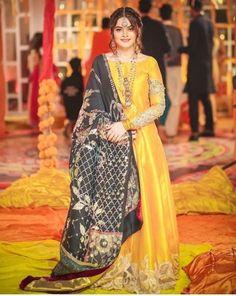 Mehndi dresses ideas for Pakistani wedding – The Odd Onee Pakistani Mehndi Dress, Beautiful Pakistani Dresses, Pakistani Fashion Party Wear, Pakistani Dresses Casual, Pakistani Wedding Outfits, Mehendi Outfits, Pakistani Dress Design, Pakistani Wedding Dresses, Bridal Outfits