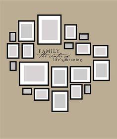 photos au mur accrochage esquisse familiale: