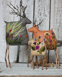 These sweet reindeer feature twigs for antlers and some truly lovely embroidery on their bodies. This is the work of embroidery artist Екатерины Гепты (Catherine Hepta). Fabric Art, Fabric Crafts, Sewing Crafts, Sewing Projects, Sewing Toys, Fabric Dolls, Christmas Crafts, Christmas Ornaments, Christmas Decorations