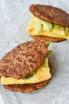 On the go keto breakfast recipes for people who just don't have time in the mornings! Over 20 new keto breakfast recipes that are super quick to make. Breakfast on the keto diet just got a whole lot easier! Breakfast On The Go, Low Carb Breakfast, Breakfast Recipes, Breakfast Options, Breakfast Sandwiches, Ketogenic Breakfast, Banting Breakfast, Sausage Breakfast Sandwich, Atkins Breakfast