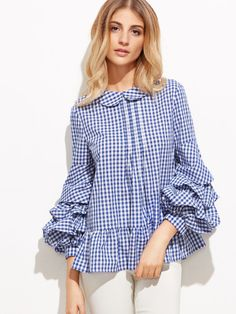 This top combines two major trends of summer + dramatic sleeves Hijab Fashion, Fashion Dresses, Mode Chic, Urban Chic, Blouse Dress, Trends, Casual Chic, Blouse Designs, Casual Looks