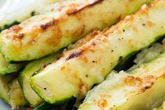 Určitě už Vás nebaví klasické hranolky a rádi by jste zkusili něco nového. Tato jedinečná chuť z těchto ingrediencí Vám přivodí skvělý gurmánský zážitek. Tyto hranolky jsou ideální jako svačinka, ale ani nic nezkazíte tím, když je připravíte k hlavnímu chodu. Ingredience 700g cuket ( 4-5 středních cuket ) 2 lžičky olivového oleje …