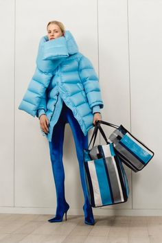Balenciaga - Pre-Fall 2017 Balenciaga Pre-Fall 2017 Fashion Show Collection See the complete Balenciaga Pre-Fall 2017 collection. Fashion Mode, Fashion Week, Fashion 2017, High Fashion, Fashion Outfits, Fashion Trends, Blue Fashion, Emo Fashion, Mode Editorials