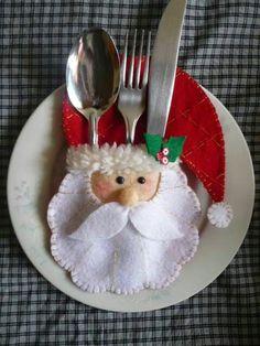 Risultati immagini per felt christmas table decorations Felt Christmas Ornaments, Christmas Table Decorations, Noel Christmas, Homemade Christmas, All Things Christmas, Christmas Kitchen, Christmas Projects, Felt Crafts, Holiday Crafts