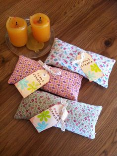 handmade chamomile and lavender dream pillows: little pillows filled with flaxseed, dried chamomile and lavender to induce the sweetest of dreams (idea only)