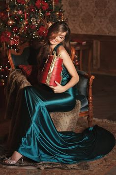 Holiday Fashion Editorial Photography 61 Trendy Ideas – Diet and Slimming New Year Photoshoot, Editorial Photography, Fashion Photography, Photography Office, Photography Flowers, Beauty Photography, Christmas Editorial, Silk Evening Gown, Portrait Studio