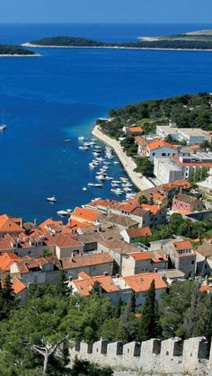 Wyspa Hvar  Chcesz spędzić wakacje w Chorwacji? Przeglądaj setki ofert i rezerwuj na www.chorwacja.pl!