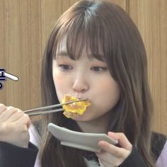 Chuu Loona, Asian Short Hair, Japanese Girl Group, Aesthetic Girl, Aesthetic Indie, Fun To Be One, Kpop Girls, Korean Girl, Yuri