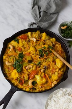 Indiase groentecurry met linzen – Feelgoodbyfood Indian vegetable curry with lentils – Feelgoodby food Quick Healthy Meals, Healthy Dessert Recipes, Veggie Recipes, Indian Food Recipes, Cooking Recipes, Vegan Diner, Indian Vegetable Curry, Low Carb Brasil, Vegetarian Recepies