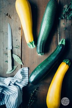 Waanzinnig lekkere romige courgettesoep van gele courgettes. De walnoten geven… Food Photography Styling, Food Styling, Soup Recipes, Vegan Recipes, A Food, Good Food, Farm Lifestyle, Creative Food, Organic Recipes