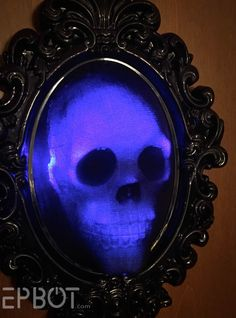 John and I just wrapped up the fastest craft we've ever made, and DANG IT LOOKS COOL: Even better, it tricks your eye as you walk. Homemade Halloween Decorations, Theme Halloween, Halloween Skull, Halloween Horror, Halloween Design, Halloween Crafts, Halloween 2020, Haunted Halloween, Halloween Wreaths