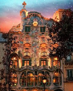 Casa is a world-renowned building the resides in Barcelona, Spain designed by antoni gaudi. This one-piece puzzle house from Springbok depicts this picturesque building at dusk. Places To Travel, Travel Destinations, Places To Go, Holiday Destinations, Beautiful World, Beautiful Places, Wonderful Places, Simply Beautiful, Beautiful Vacation Spots