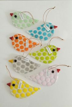 frit over stencil Fused Glass Ornaments, Fused Glass Art, Glass Christmas Ornaments, Stained Glass Art, Mosaic Glass, Glass Fusing Projects, Stained Glass Projects, Glass Fusion Ideas, Diy Cadeau