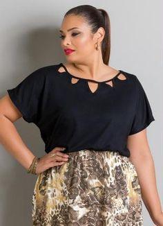 Blusa (Preta) com Detalhes Vazados Plus Size