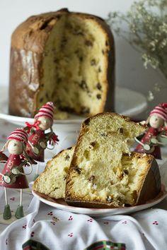 El panettone es un pan dulce acampanado de orígen italiano,en concreto Milán, que se consume en Navidad. Como en tantas recetas hay varias versiones del orígen del panettone y en el caso del panettone una de las historias es de amor (poned música de violines de fondo, jejeje) se cuenta que alrededor de 1490 un … Food Network Recipes, Gourmet Recipes, My Recipes, Sweet Recipes, Food Processor Recipes, Cake Recipes, Italian Desserts, Fun Desserts, Sweets Cake