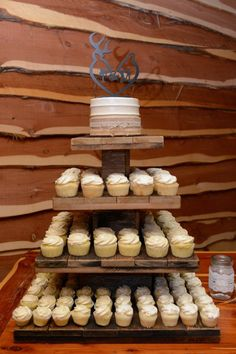 Trendy wedding cakes rustic turquoise grooms Ideas The Effective Pictures We Offer You About wedding cakes rustic blue A quality picture can tell you many things. You can find the most beautiful p Country Wedding Cupcakes, Wedding Cake Rustic, Cool Wedding Cakes, Country Wedding Themes, Cupcake Wedding, Turquoise Country Weddings, Rustic Turquoise Wedding, Teal Weddings, Rustic Blue
