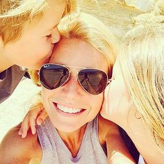 """Gwyneth Paltrow snapped an adorable selfie with Apple and Moses in May writing, """"Feelin' the love today. See more of her sweetest family photos! Gwyneth Paltrow, Yvonne De Carlo, Laetitia Casta, Claudia Schiffer, Alessandra Ambrosio, Adriana Lima, Scarlett Johansson, Papa Francisco I, Selfies"""