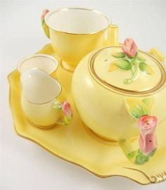 teatime.quenalbertini: Yellow tea set