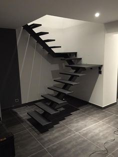 56 Ideas Floating Stairs Exterior Woods For 2019 Entryway Stairs, House Stairs, Interior Stairs, Bathroom Interior Design, Stair Decor, Diy Stair, Wrought Iron Stair Railing, Steel Stairs, Staircase Remodel