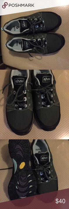 NEW WOMEN'S AHNU MONTARÁ II NEW! Ahnu Montara II Waterproof hiking shoes. For great for traditional or fast paced hiking. They even work great for walking due to its light, responsive, waterproof platform Shoes Moccasins