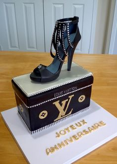 Torten Design Simple Tips and Tricks: Shoes Drawing Color women's fashion shoes. Shoe Box Cake, Shoe Cakes, Cupcake Cakes, High Heel Cakes, Car Cakes, Beautiful Cakes, Amazing Cakes, Jordan Shoes, Rodjendanske Torte