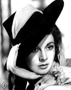 "sparklejamesysparkle:  ""Vivien Leigh in a publicity portrait for the United Artists/Alexander Korda historical drama That Hamilton Woman (aka: Lady Hamilton and The Enchantress), 1941.  """