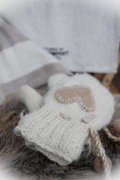 mitten with heart Winter Love, Winter Day, Winter White, Winter Season, Winter Christmas, Cozy Winter, Winter Cabin, Winter Colors, Christmas Photos