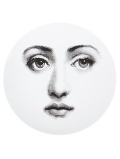 """Achetez Fornasetti """"Tema e variazioni"""" Assiette en L'Eclaireur from the world's best independent boutiques at farfetch.com. Shop 300 boutiques at one address."""