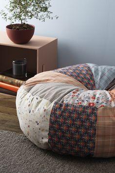Sewing Pillows, Diy Pillows, Diy Bean Bag, Floor Cushions, Giant Floor Pillows, Floor Pouf, Diy Cushion, Home And Deco, Diy Furniture