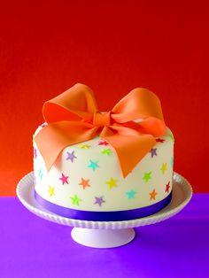 Sternchen Geburtstagskuchen. #Tortendekorieren #Sternchen #Schleife #Geburtstagskuchen