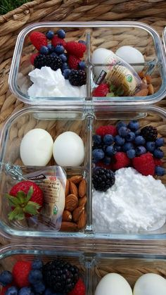 Protein Packed Breakfast Bento Boxes for Clean Eating Mornings! Protein Packed Breakfast Bento Boxes for Clean Eating Mornings! Lunch Meal Prep, Healthy Meal Prep, Healthy Drinks, Healthy Snacks, Healthy Eating, Healthy Recipes, Keto Recipes, Vegetarian Meal, Keto Meal
