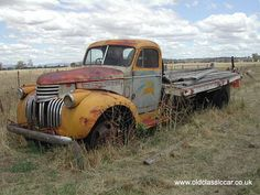 Vintage truck - again it's all about those beautiful curved wheel arches.  1940's flatbed international?