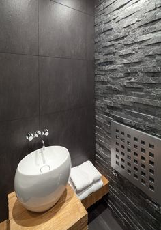 Ensuite bathroom. Smith Terrace, Chelsea PEEK Architecture + Design  www.peekarchitecture.co.uk